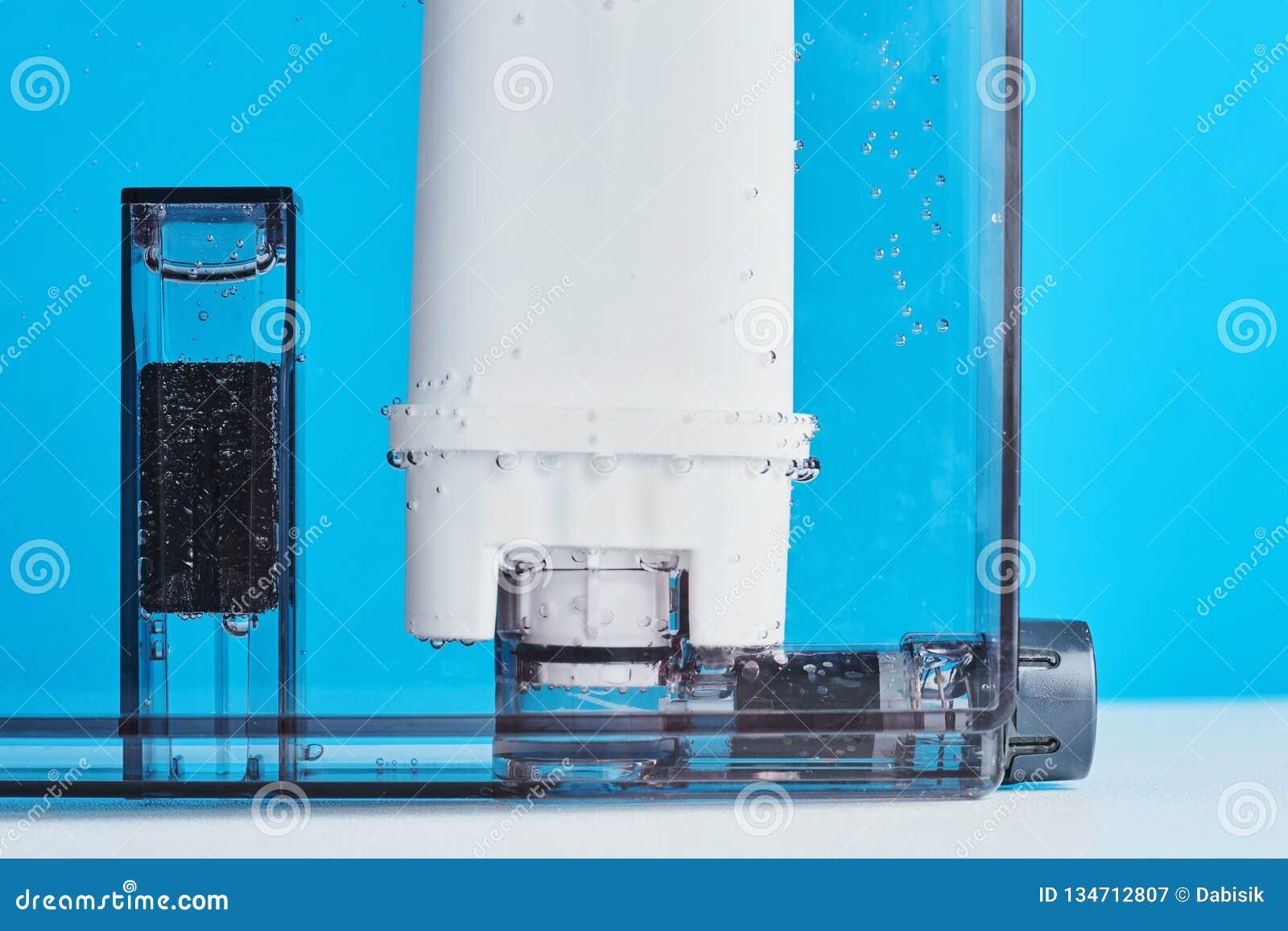 Purification d eau de filtre dans le conteneur de machine de café Appareils de cuisine