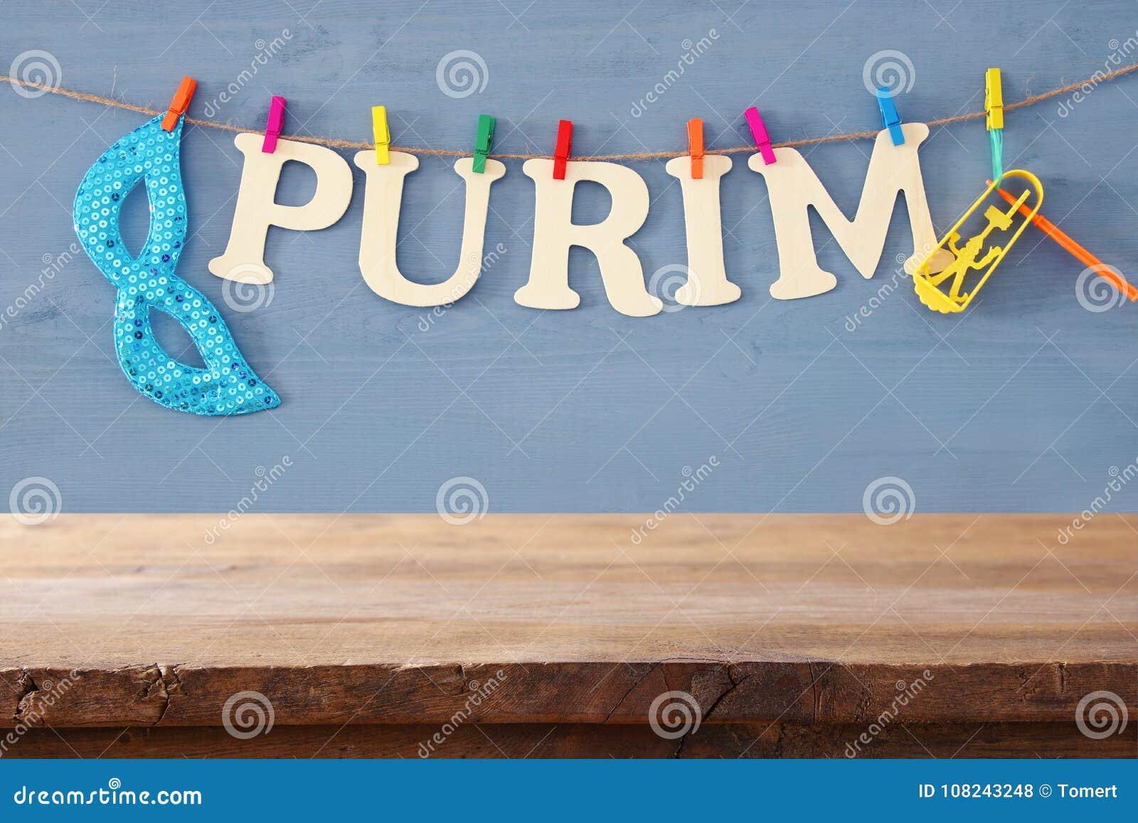 Purim świętowania pojęcie & x28; żydowski karnawałowy holiday& x29; przed pustym drewnianym stołem produktu pokazu tło