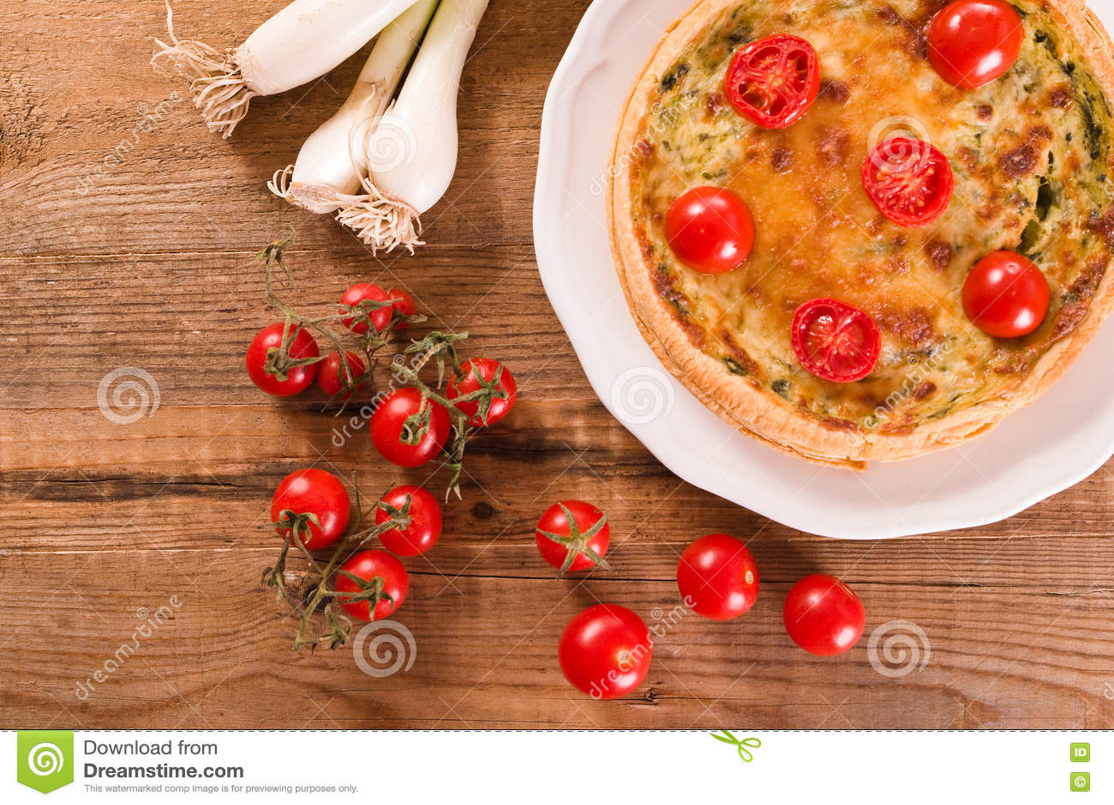 Purjolök- och tomatpaj