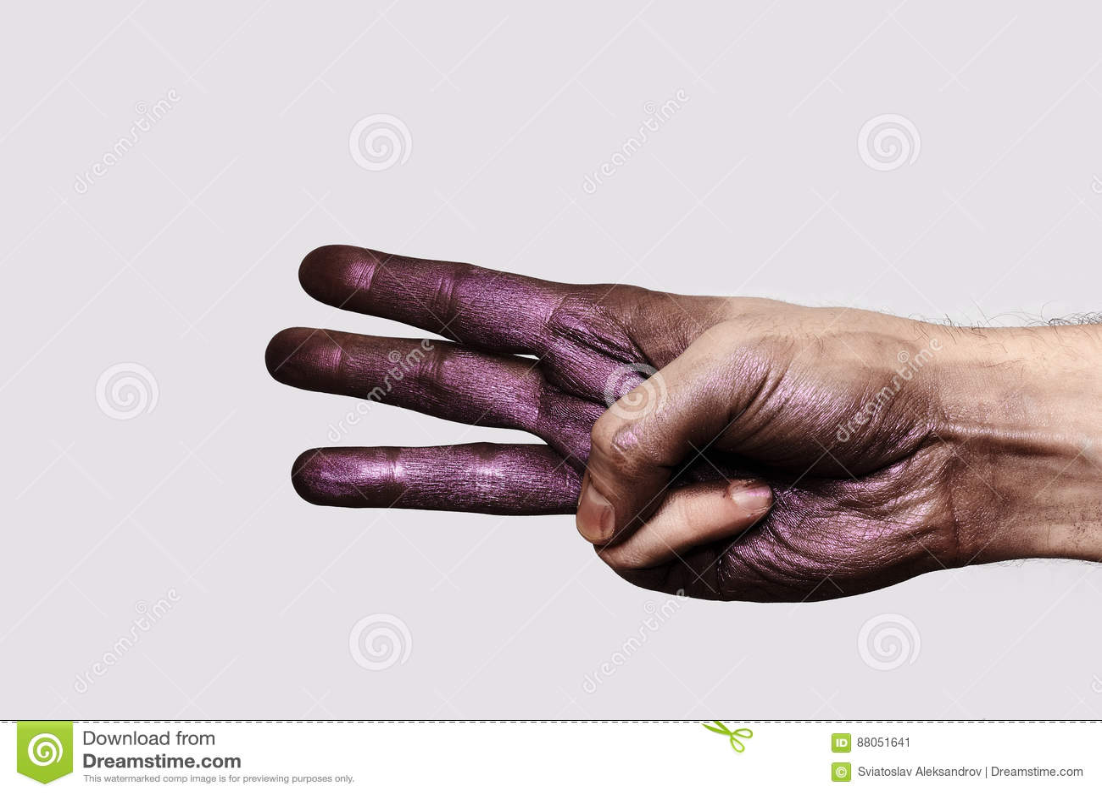 Purpere Hand die drie Vingers tonen