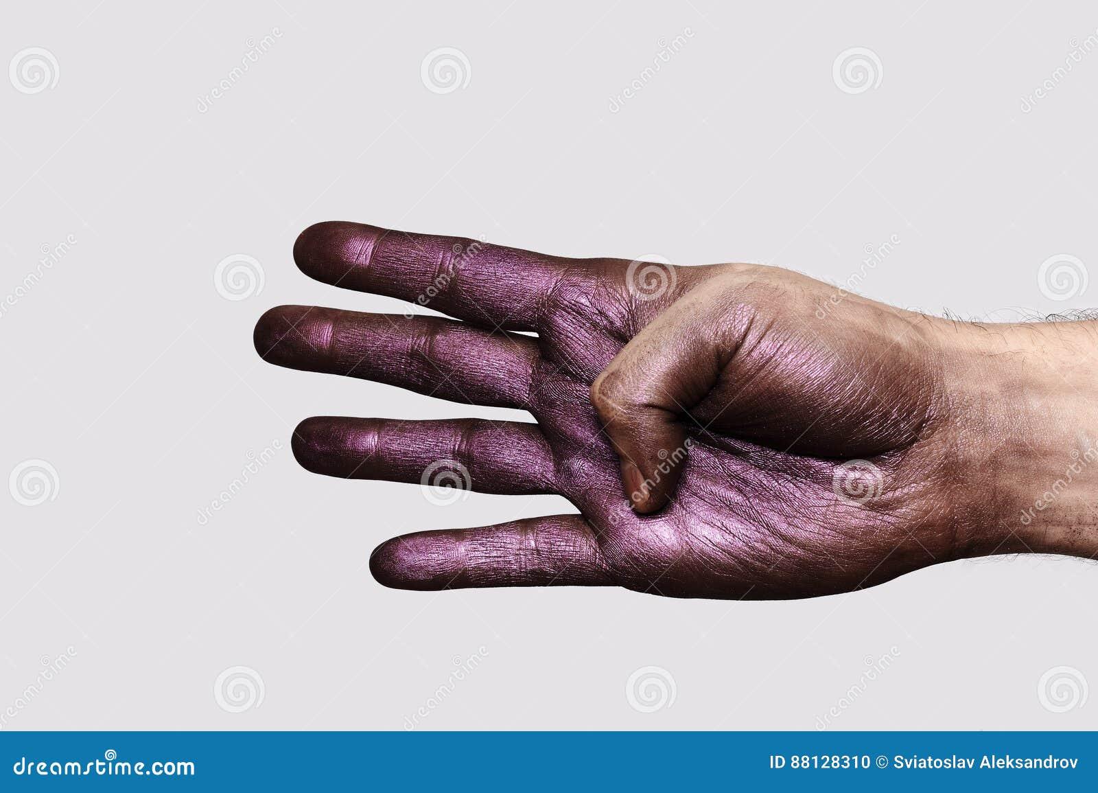 Purpere Hand die vier Vingers tonen