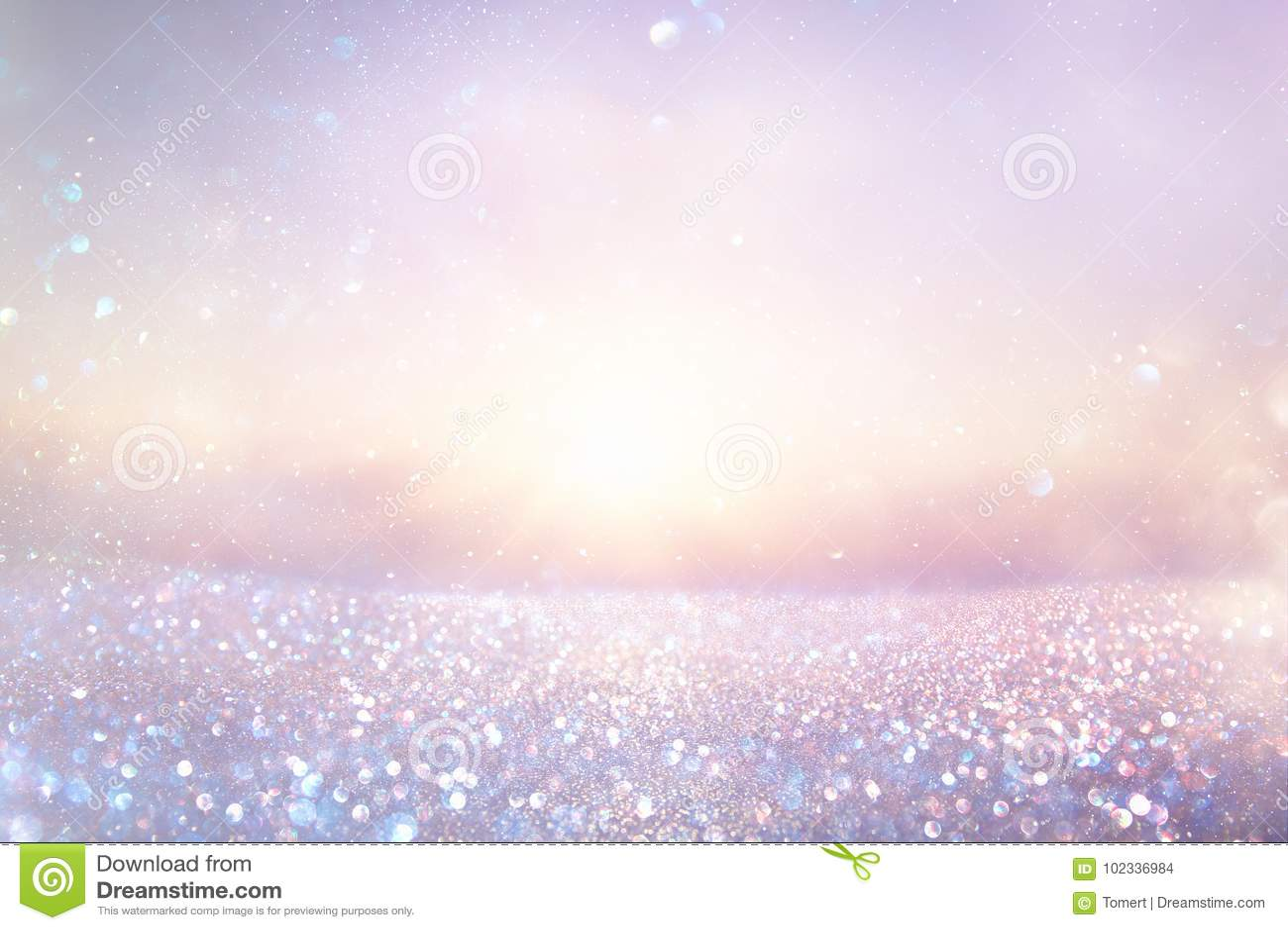 Purple en het roze schitteren uitstekende lichtenachtergrond defocused