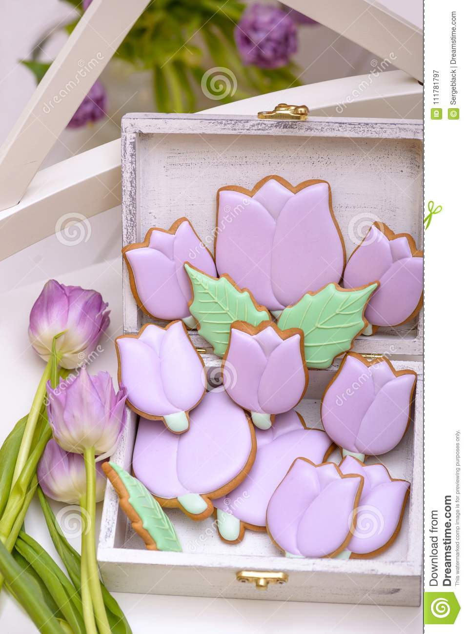 Purple gingerbread tulips cookie in wooden box with natural flow