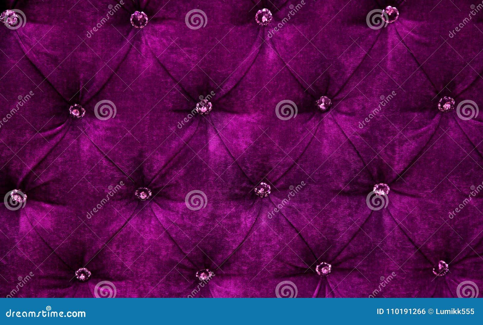 Purpurowego diamentu wzoru tapicerowania aksamitny tło