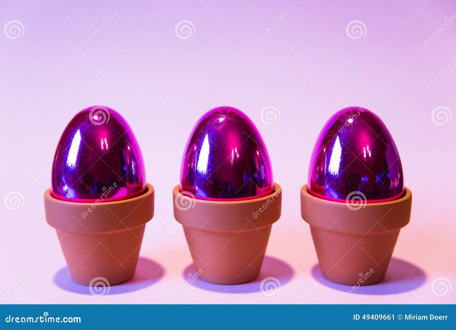 Download Purpurrote Eier Mit Einem Rosa Hintergrund Stockbild - Bild von nahrung, symbol: 49409661