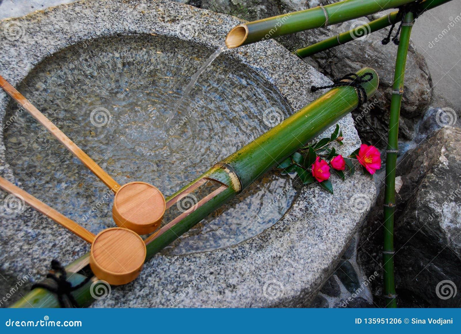 Puryfikacji Kamienna fontanna w Kyoto