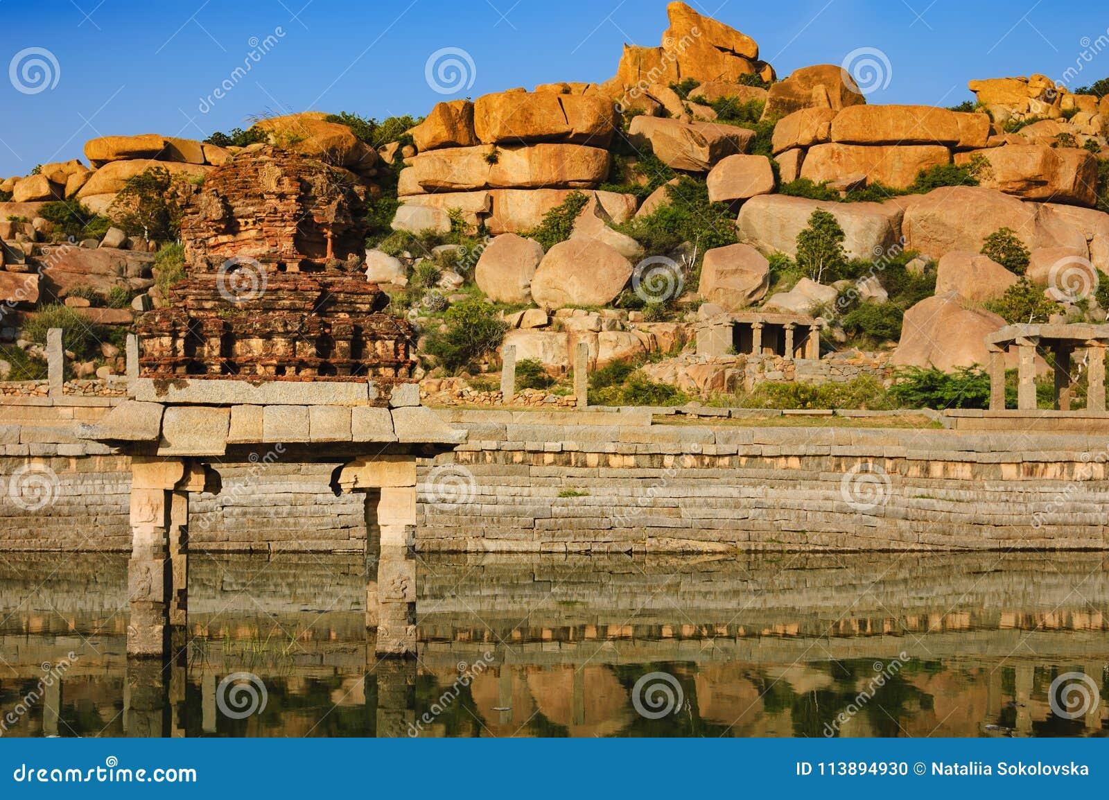 Pushkarani священное озеро в Hampi, Индии