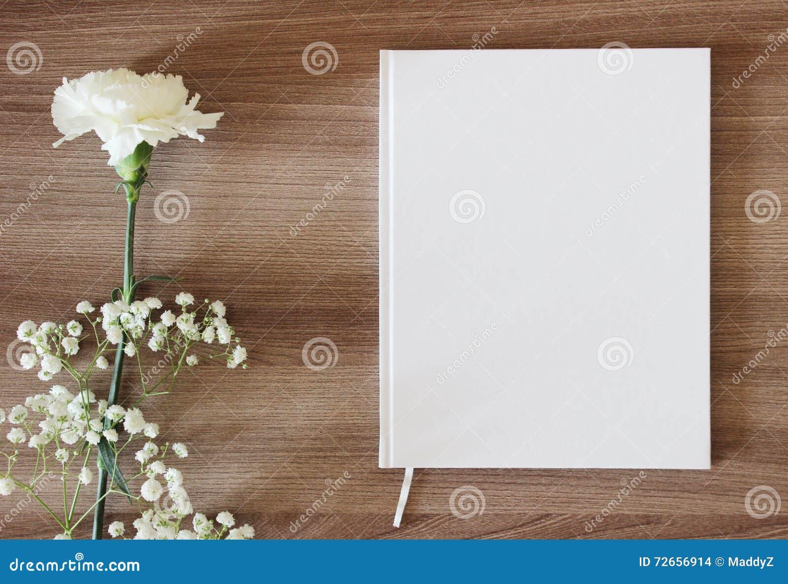 Pusta biała książka, czasopismo, ślubny guestbook, notatnika mockup