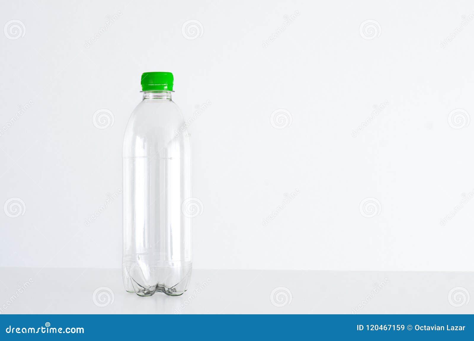 Pusta butelka z tworzywa sztucznego