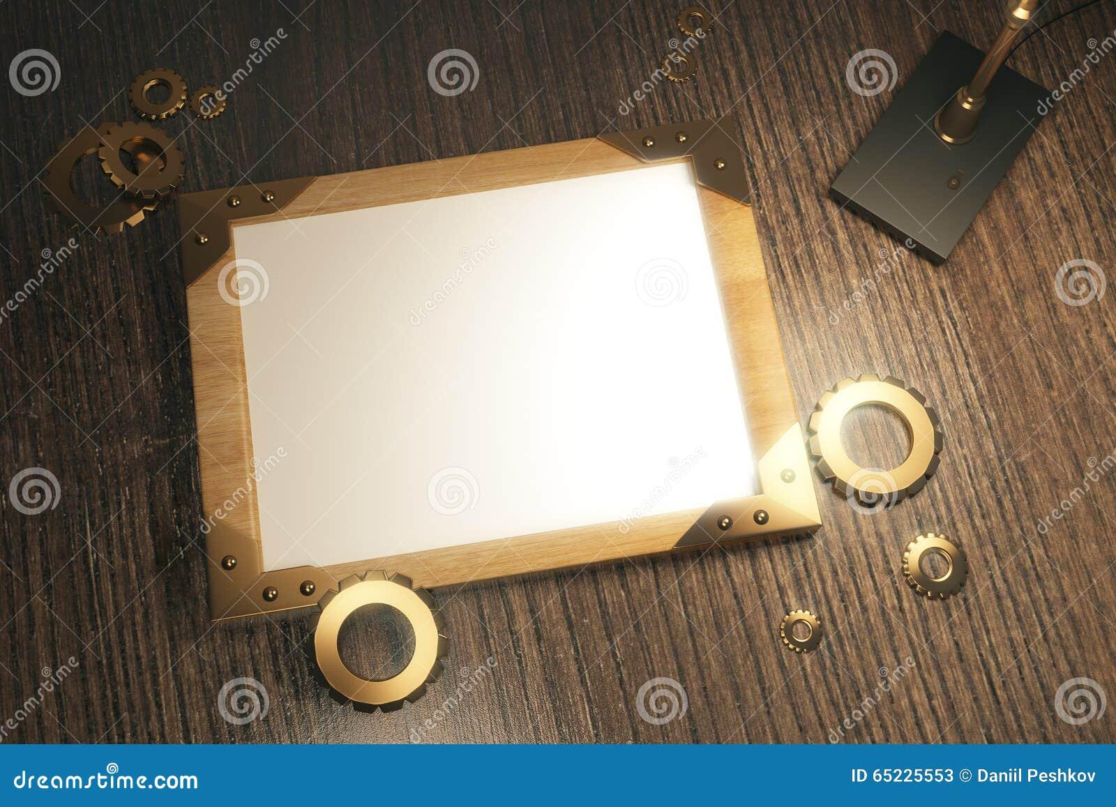 Pusta drewniana obrazek rama z rocznik lampą na brown drewnianej zakładce
