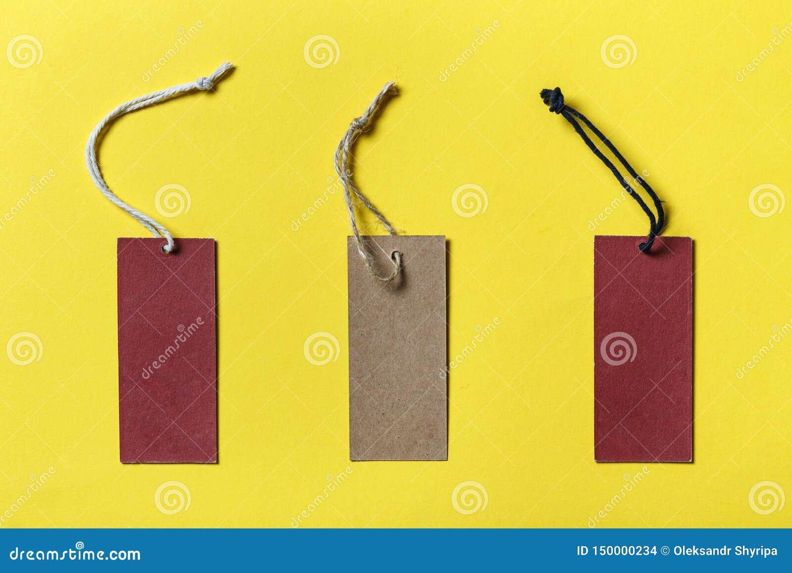 Pusta etykietka wiążąca dla zrozumienia na produkcie dla przedstawienie rabata lub ceny
