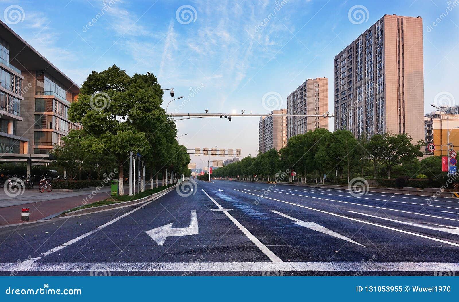 Puste miasto ulicy w ranku