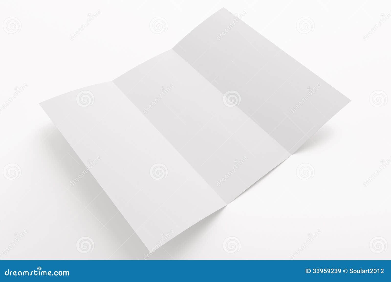 Puste miejsce rozpieczętowana trifold broszurka odizolowywająca na bielu