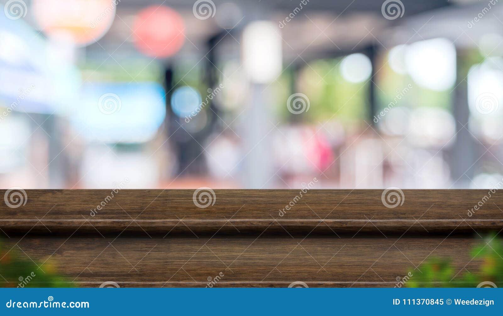 Pustego kroka stołowego wierzchołka jedzenia ciemny drewniany stojak z plamy kawiarni restaur