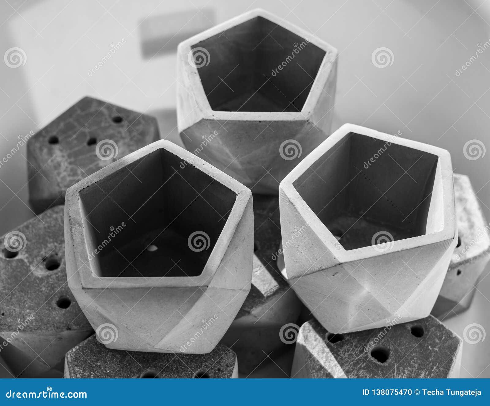 Pustego pentagonu geometryczni plantatorzy dla małej rośliny