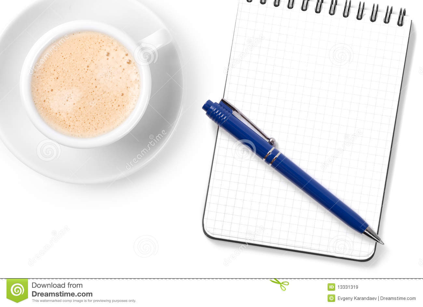 Pusty cappuccino filiżanki organizatora pióro