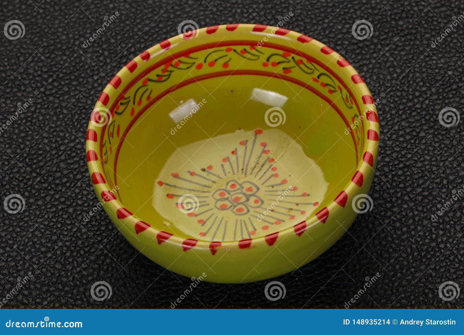 Pusty ceramiczny puchar