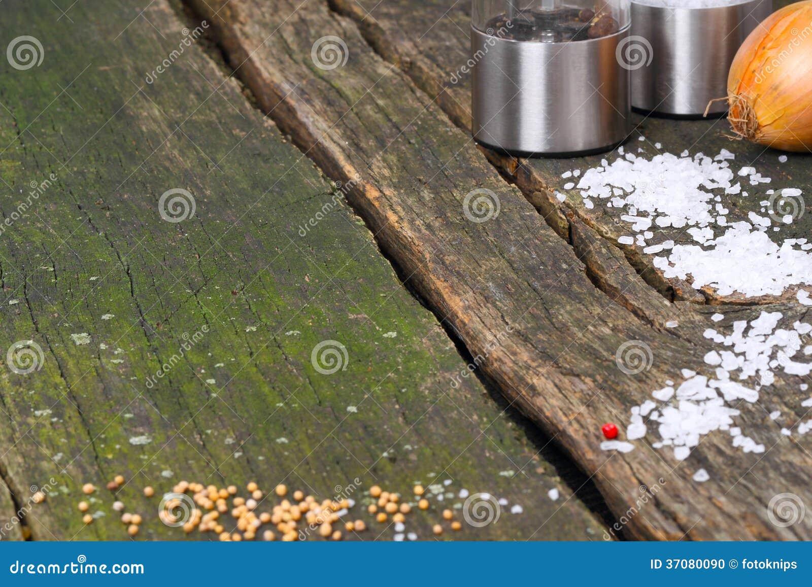 Download Pusty Drewniany Stół Z Condiments Zdjęcie Stock - Obraz złożonej z drewno, drewniany: 37080090