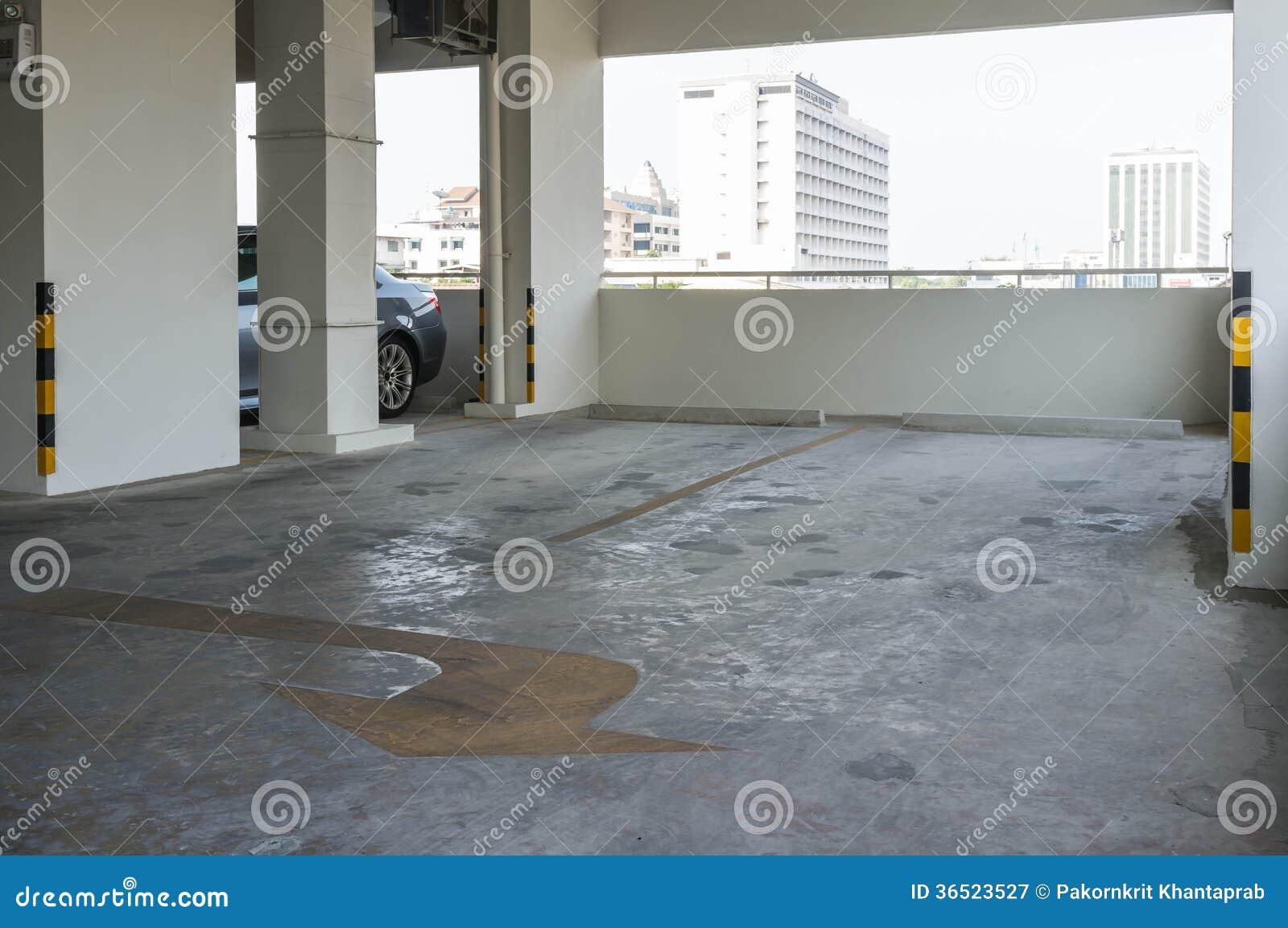 Pusty garaż