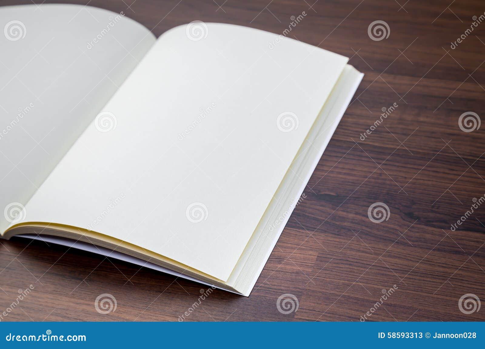 Pusty katalog, magazyny, książka egzamin próbny up