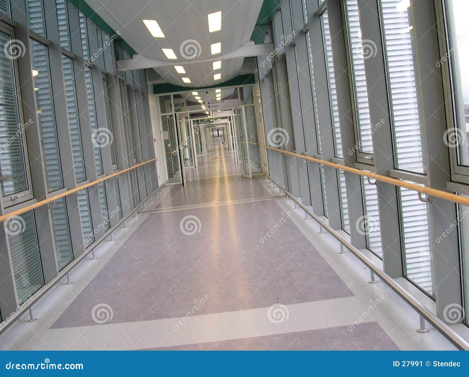 Pusty korytarz do szpitala