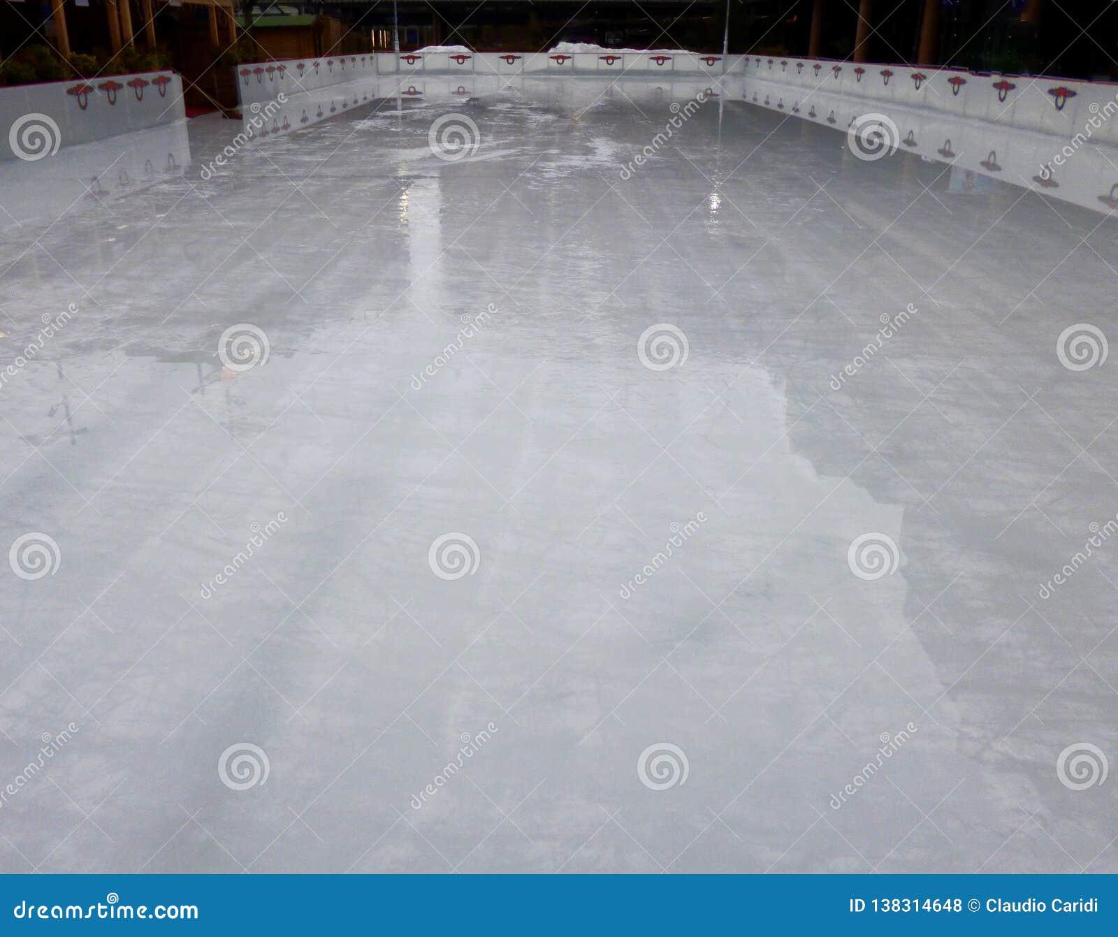 Pusty lodowy lodowisko, łyżwiarska arena