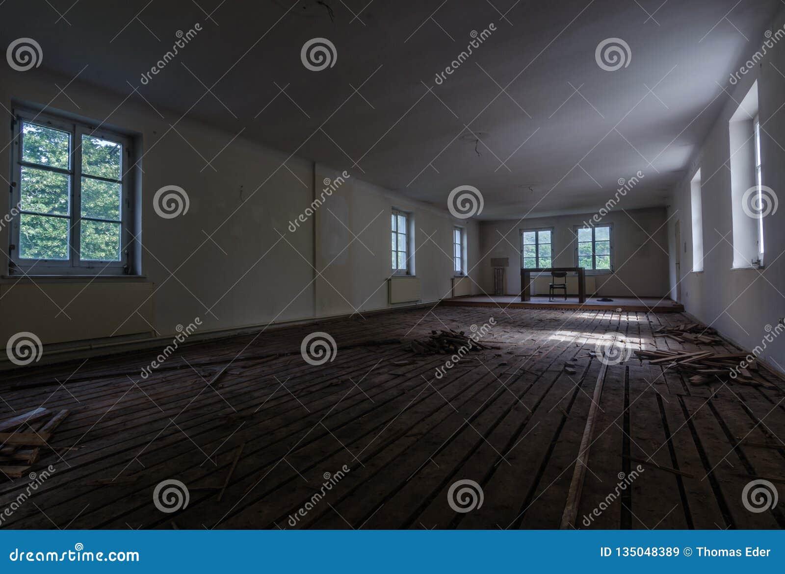 Pusty pokój w monasterze