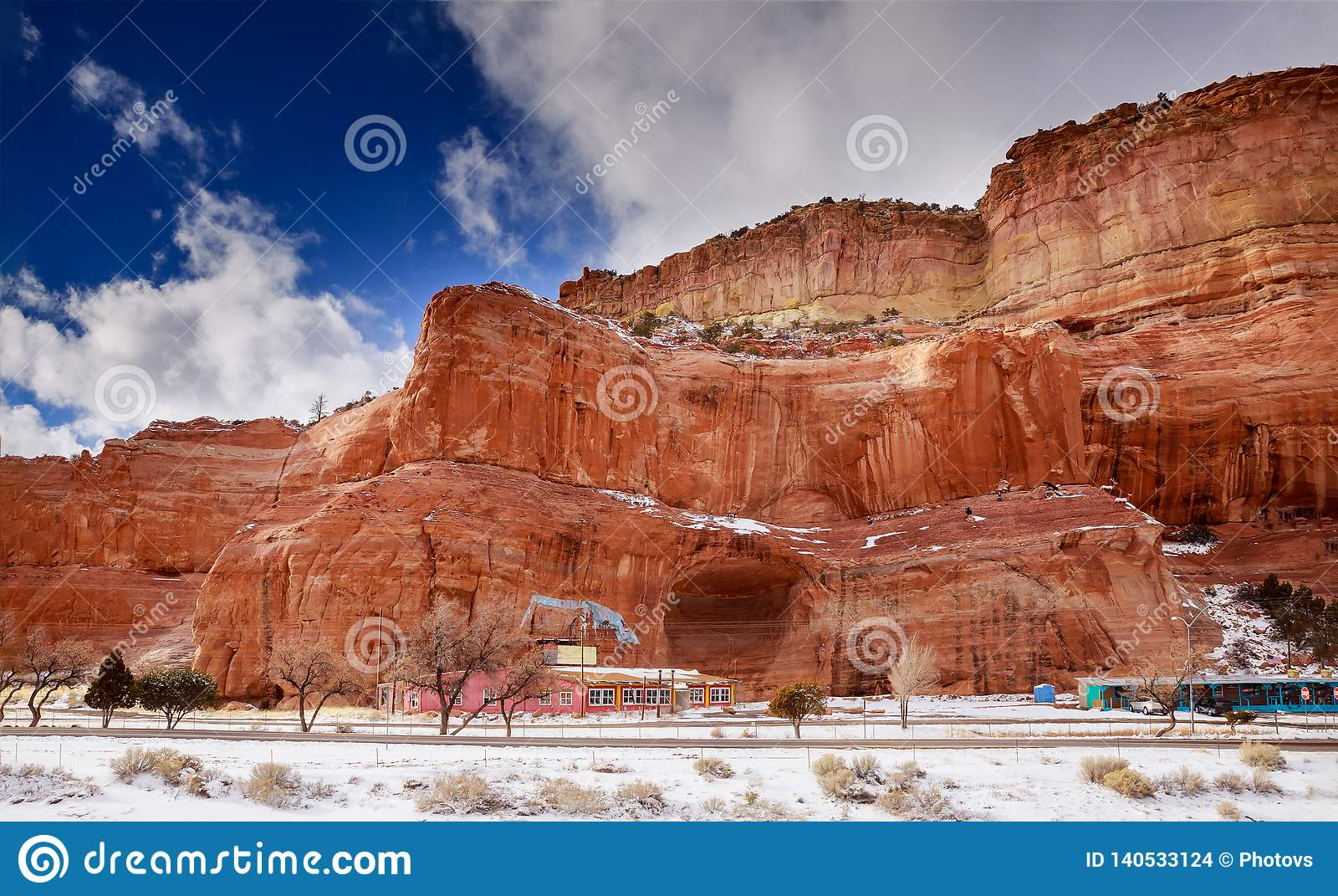 Pustynia i góry chmurniejemy nad południowo-zachodni usa Nowym - Mexico pustynia