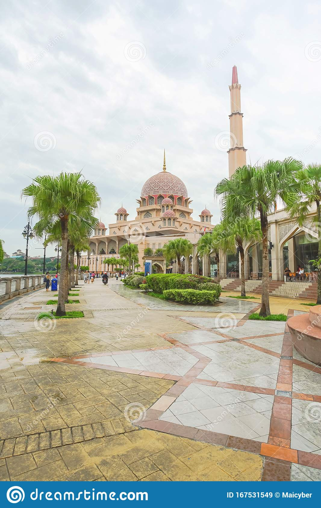 Putra Mosque The Famous Pink Mosque In Kuala Lumpur Editorial Stock Image -  Image of design, asia: 167531549