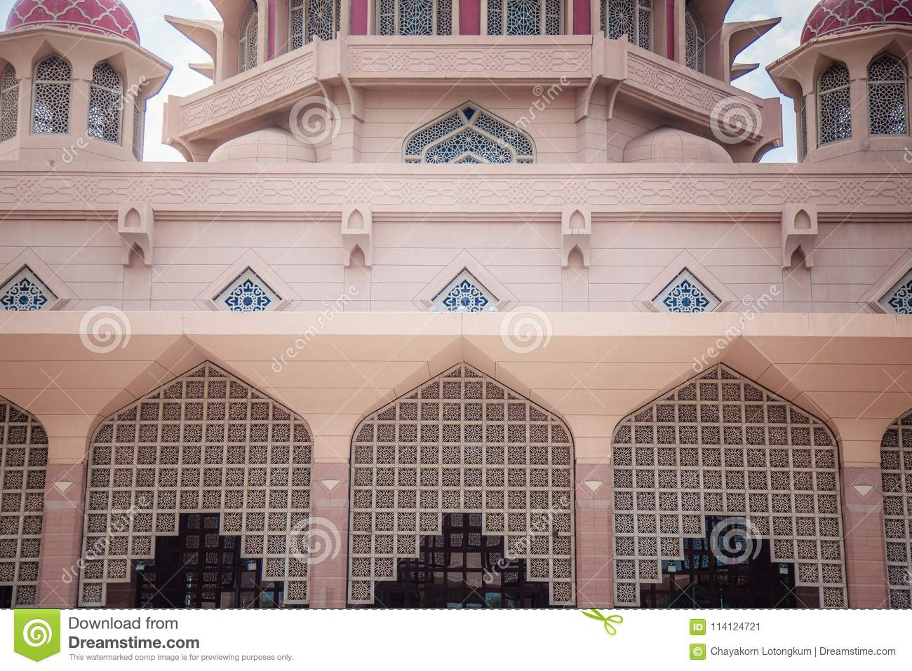 Architecture Famous Pink Building Of Putra Mosque Editorial Photo - Image  of building, famous: 114124721