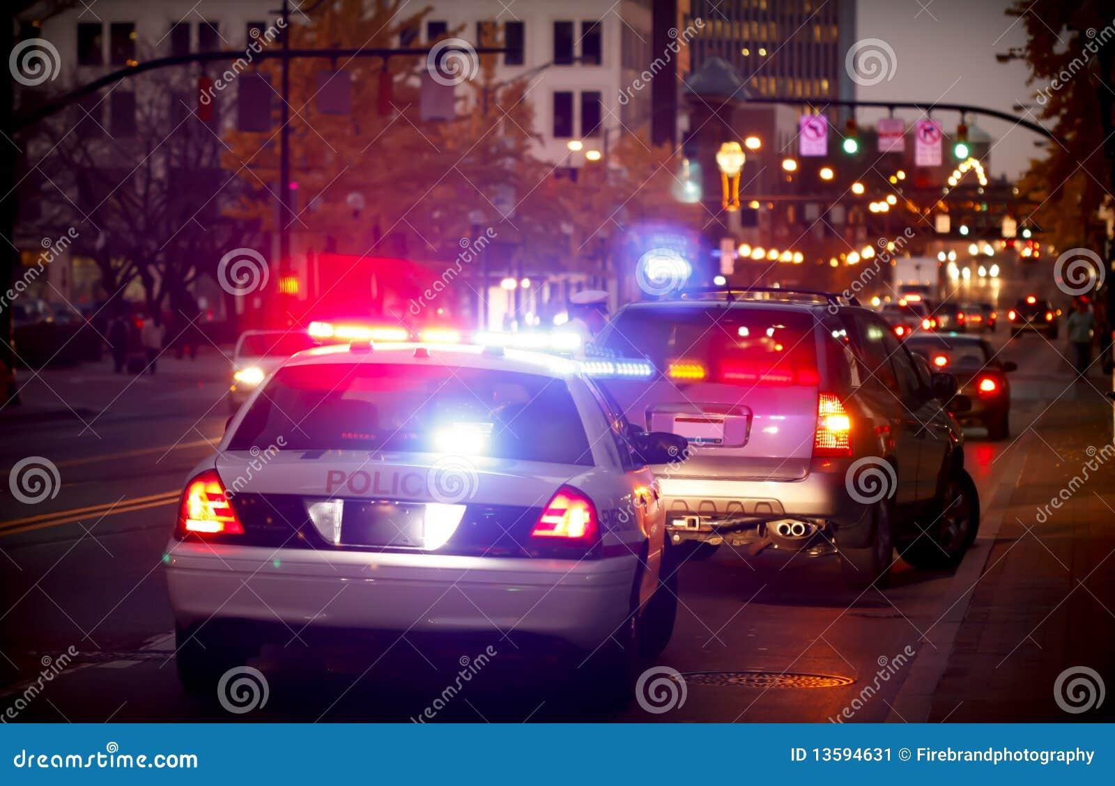 Puxado sobre pelo carro de polícia