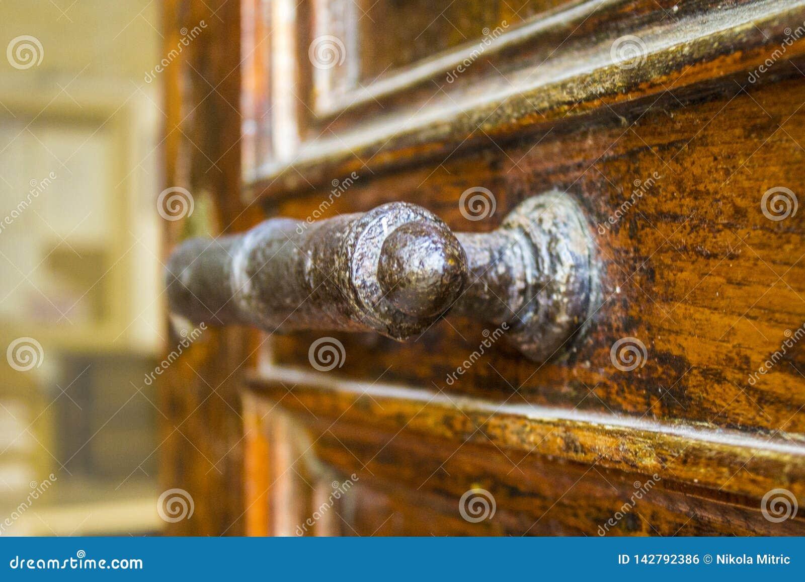 Puxador da porta velho feito à mão