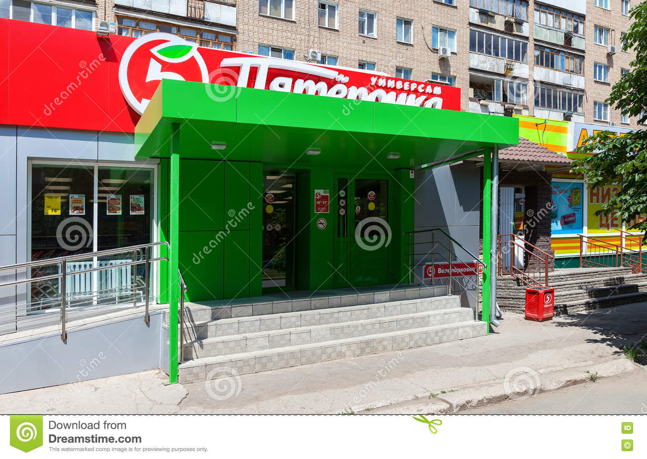 Who owns Pyaterochkas chain of stores robbed them