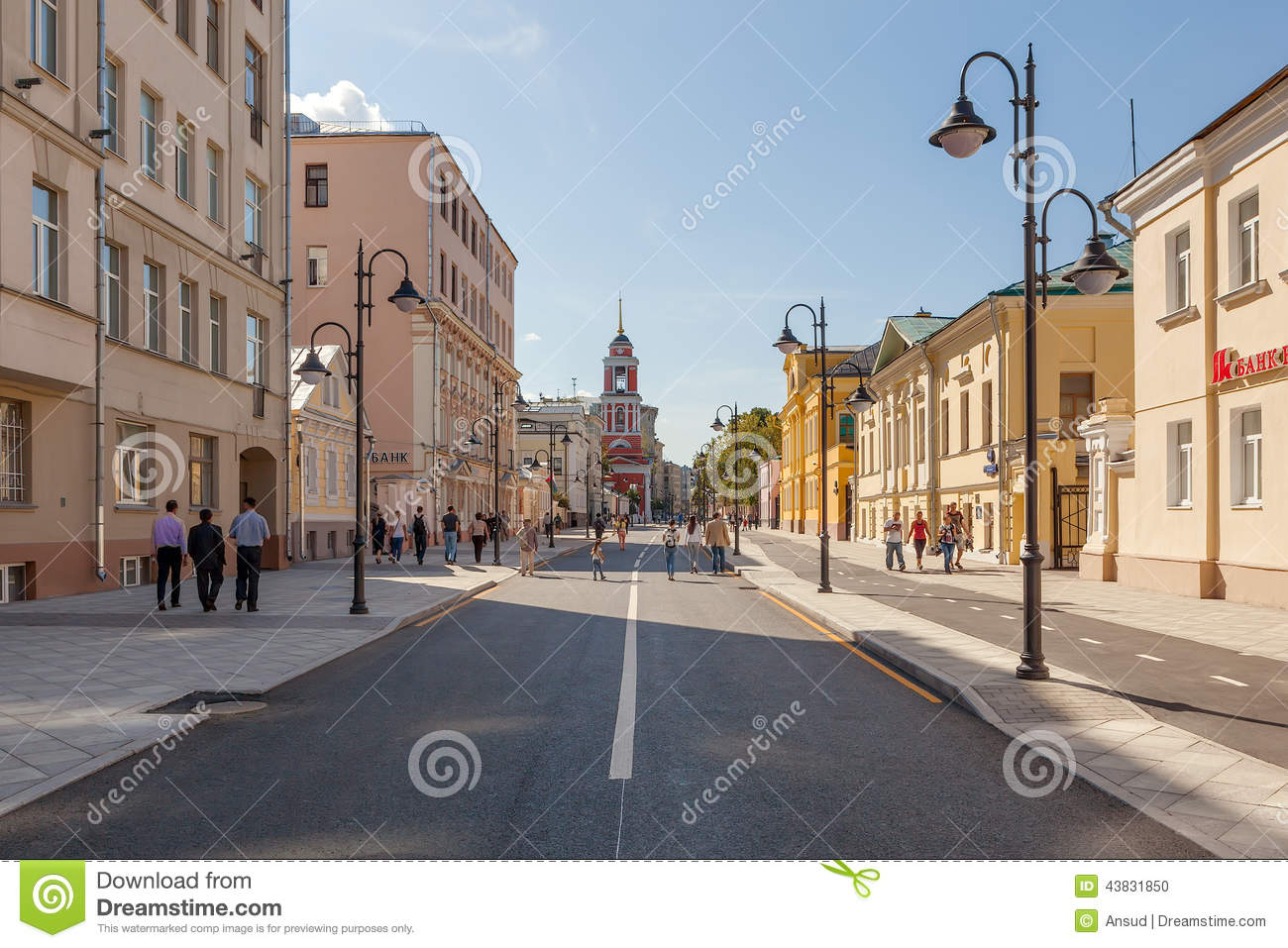 Moscow walk: reconstructed streets after winter