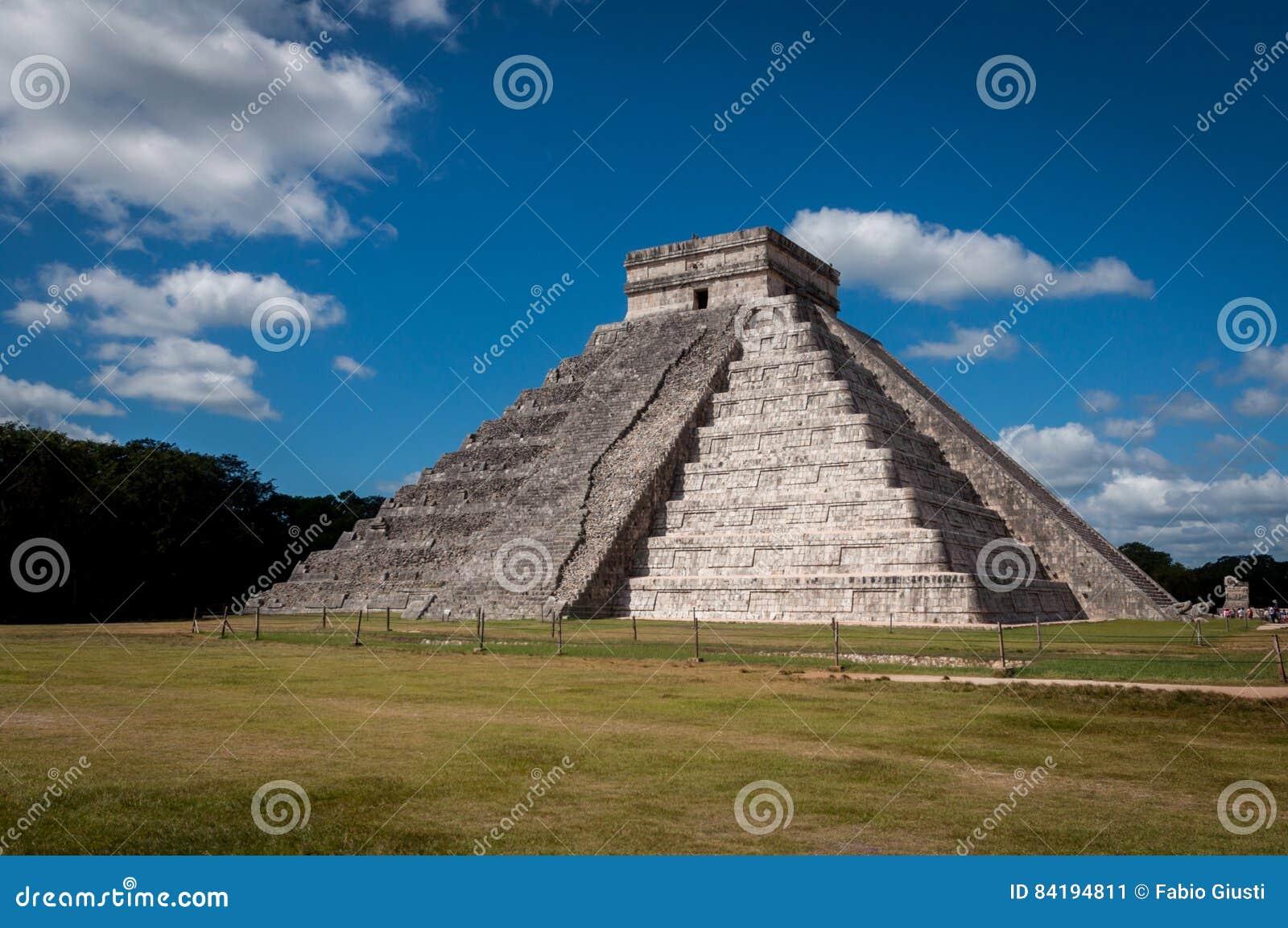 Pyramid av Chichen Itza, den Castillo templet, Mexico