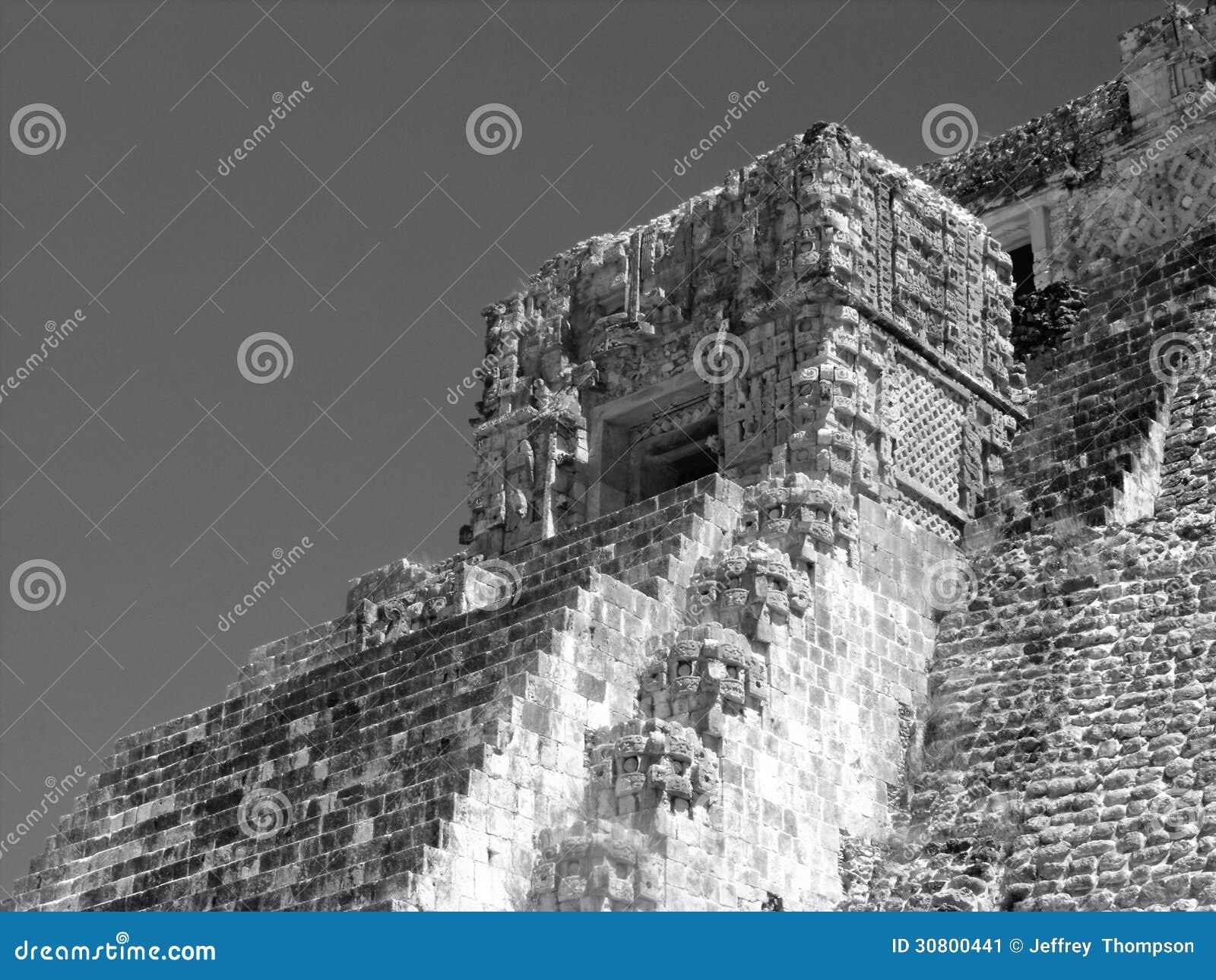Pyramid av trollkarlarna Uxmal
