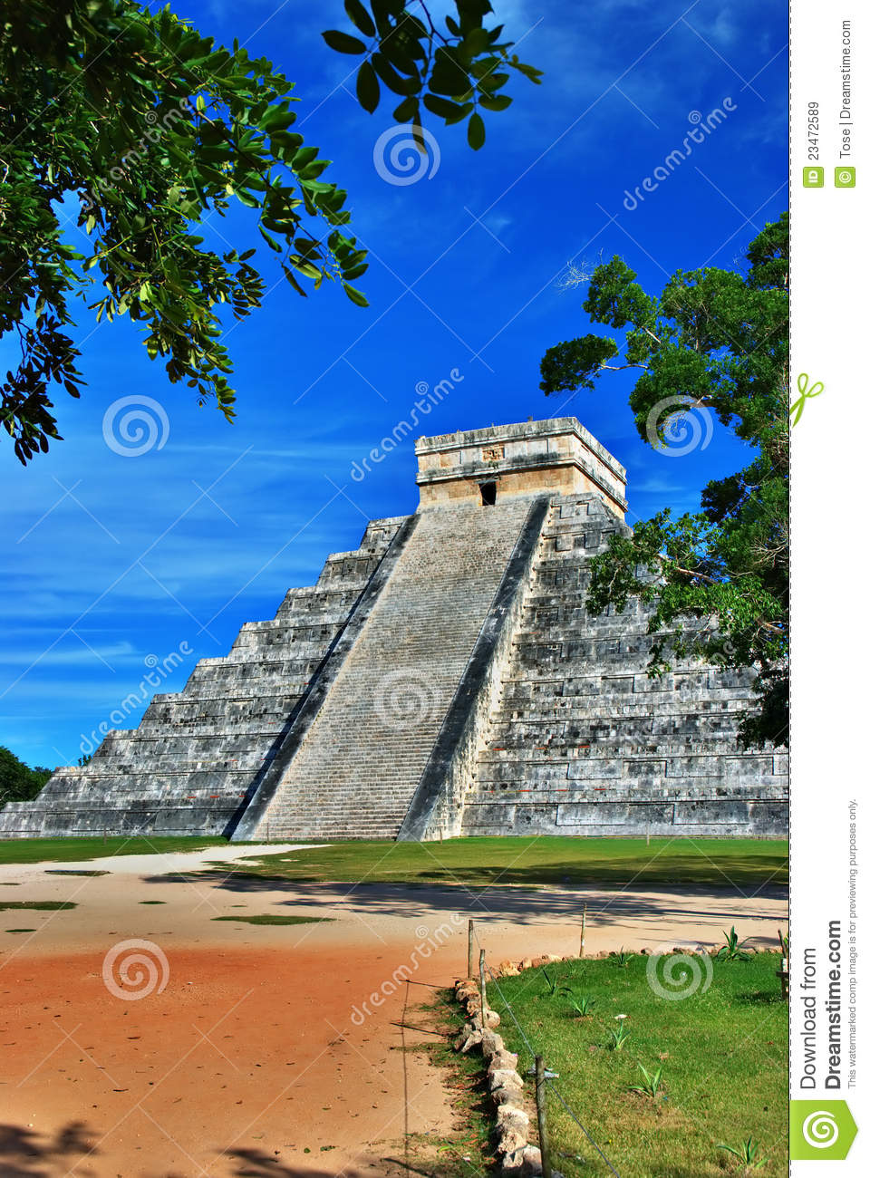 Pyramid Of Kukulcan, Chichen Itza, Mexico Royalty Free