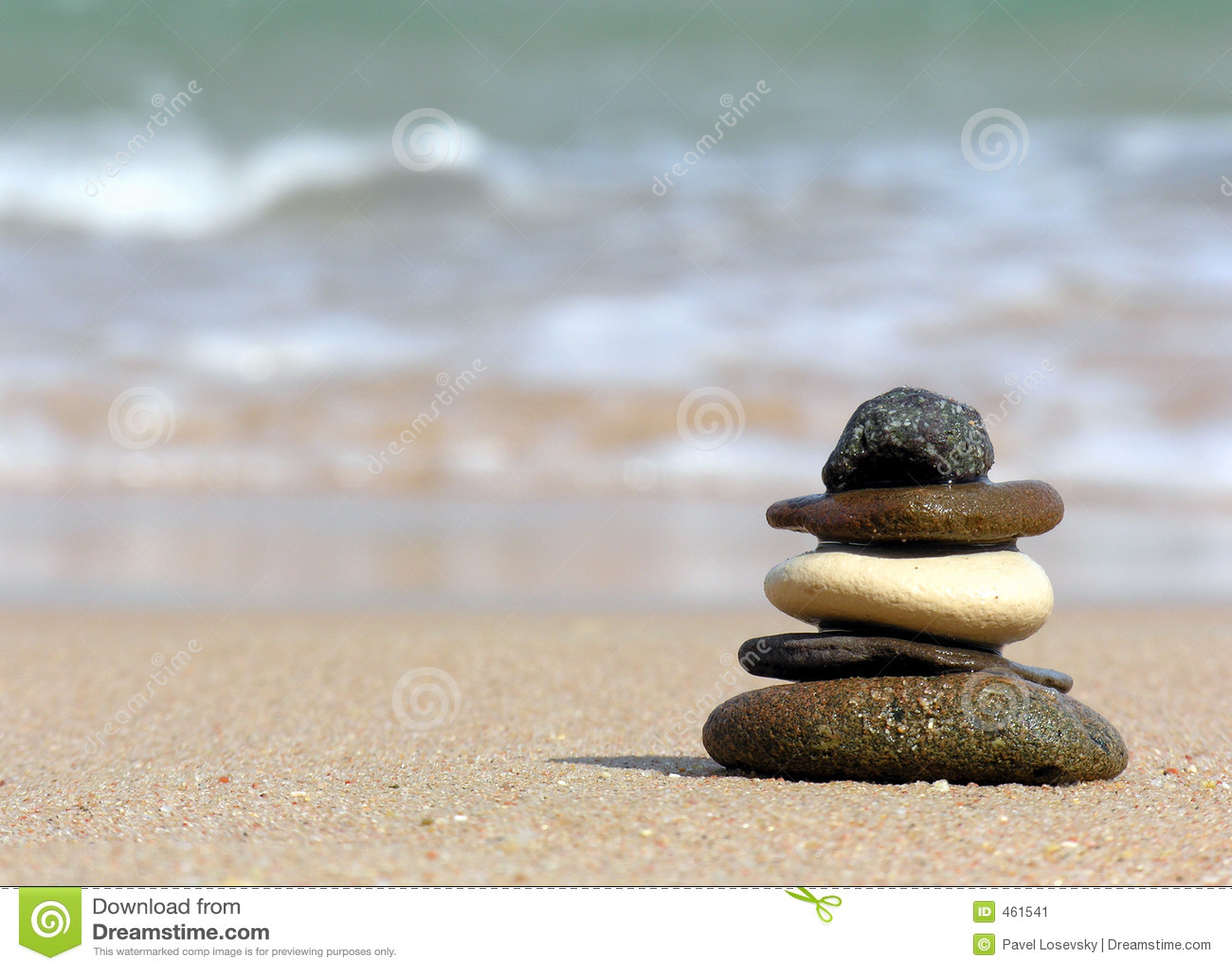 pyramide der steine strand stockbild bild 461541. Black Bedroom Furniture Sets. Home Design Ideas