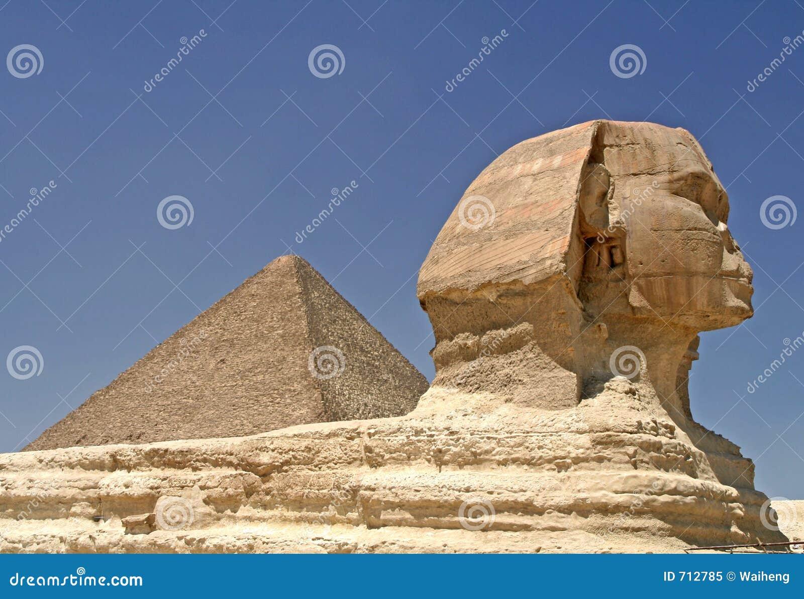 Pyramide et sphinx