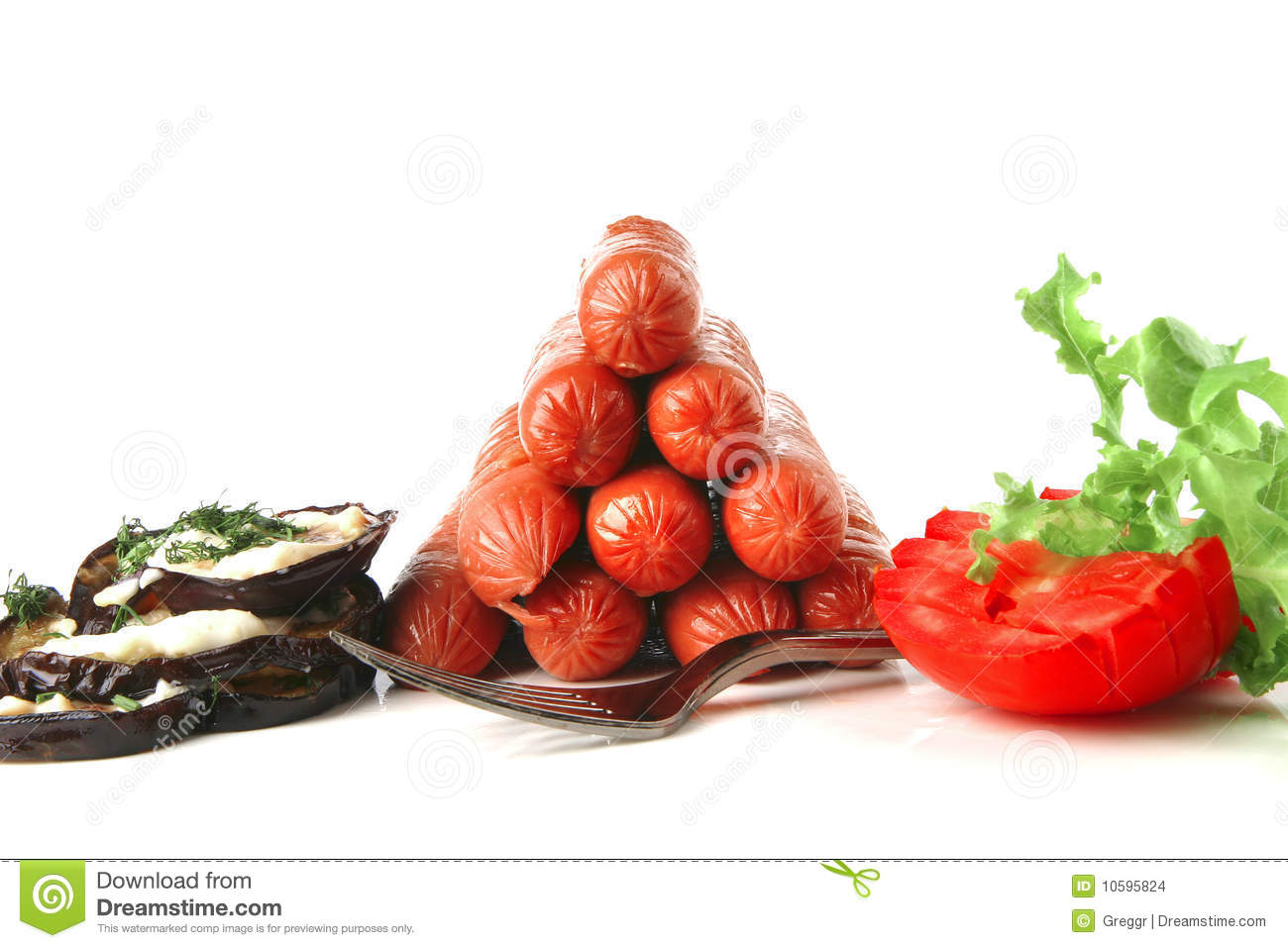 Pyramide of sauages with vegetables