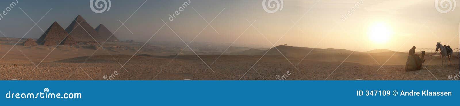 Pyramidsoluppgång för blur 5000x878
