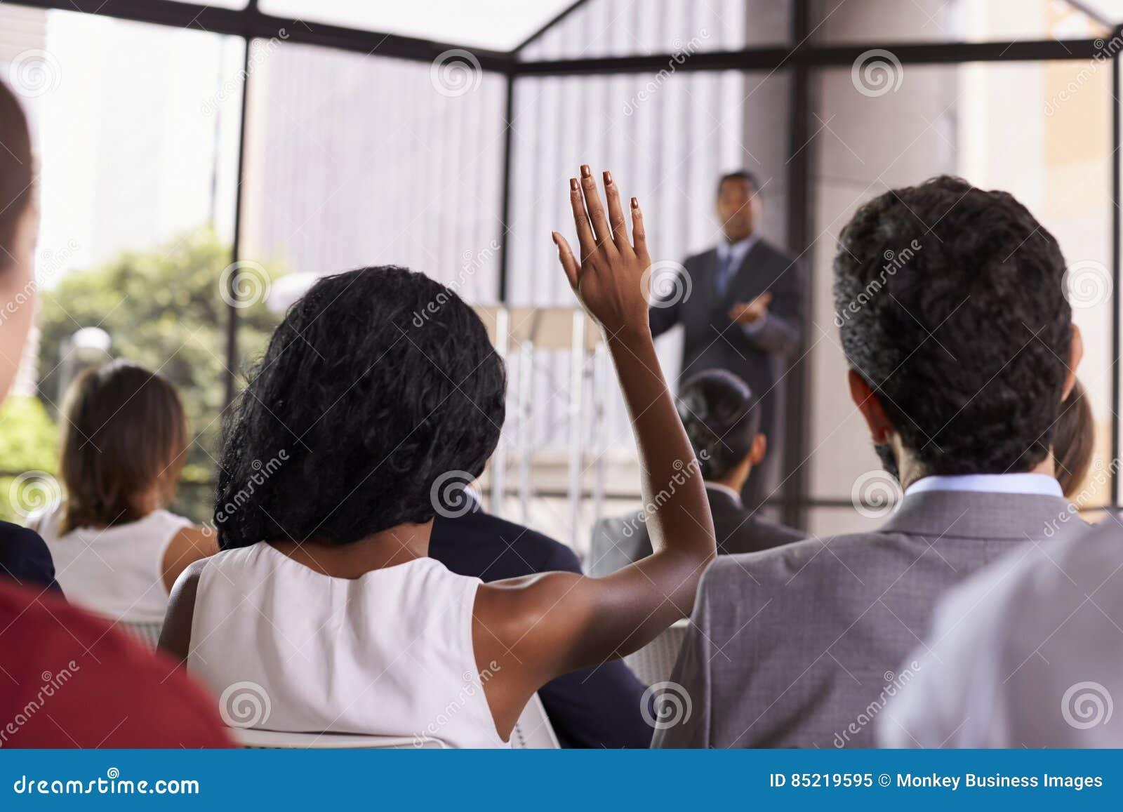 Pytanie od widowni przy konwersatorium, ostrość na przedpolu