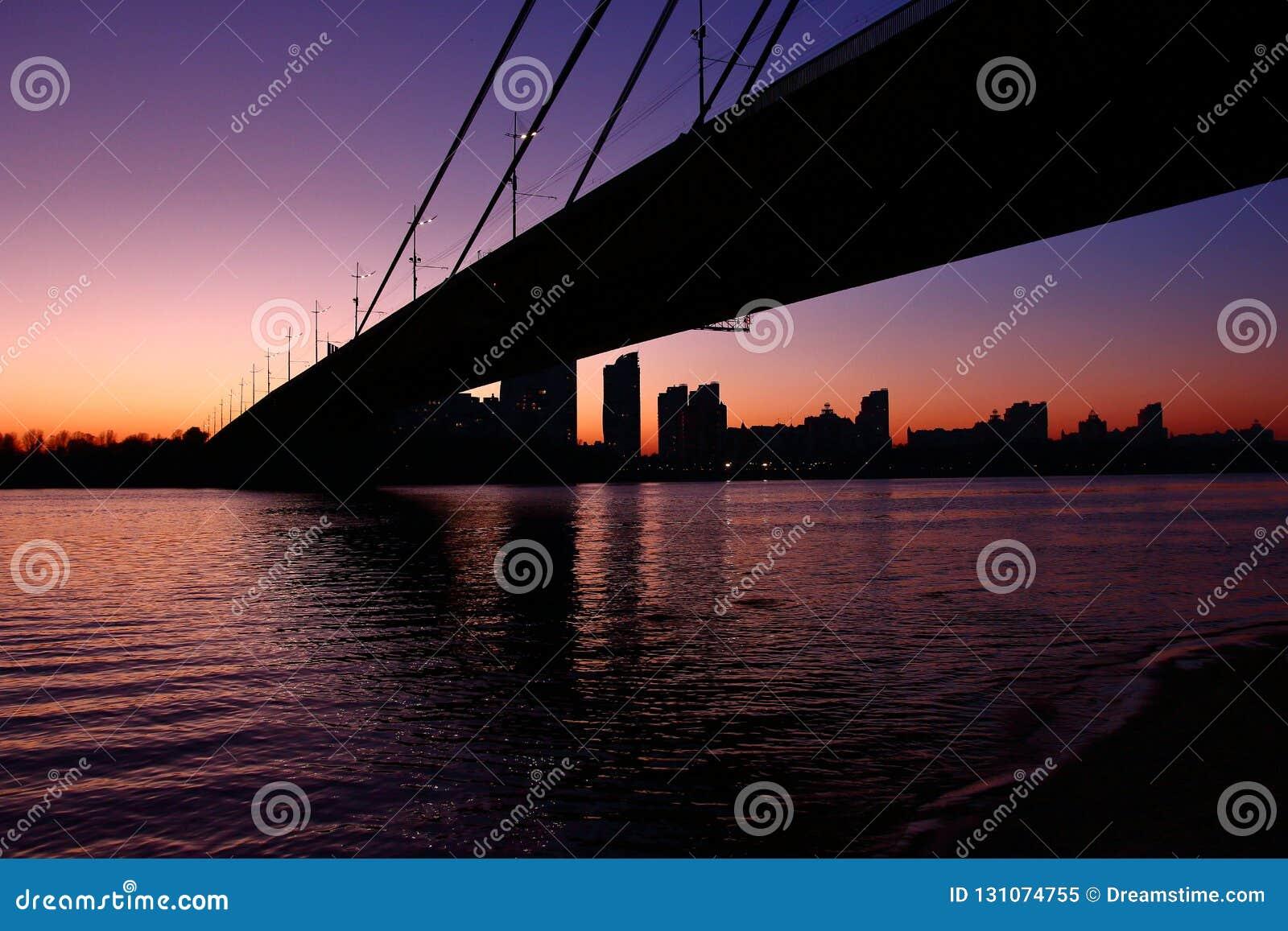 Pyvnichnyi most, Kyiv, Ukraina