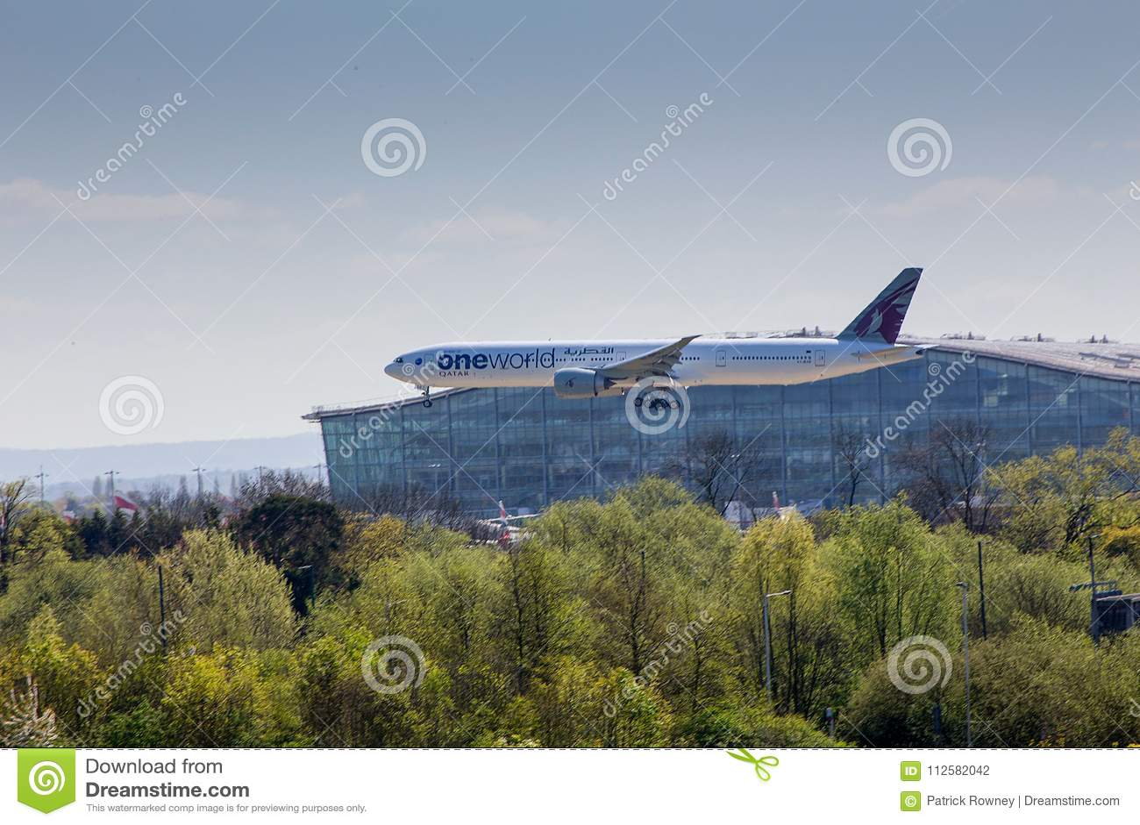 Qatar Airways Boeing 777 en acercamiento al aeropuerto de Heathrow