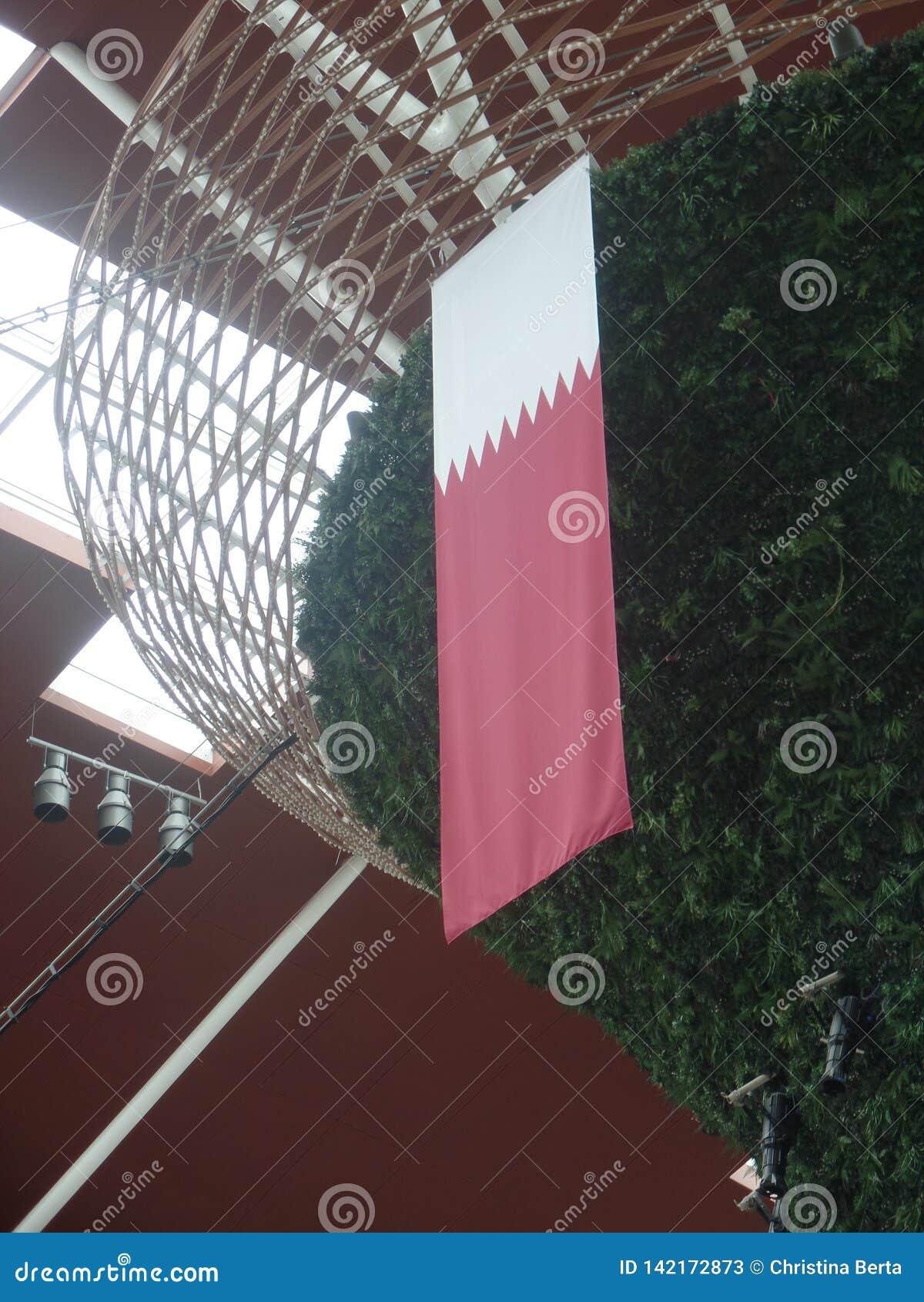 Qatari flagi obwieszenie od pokazu