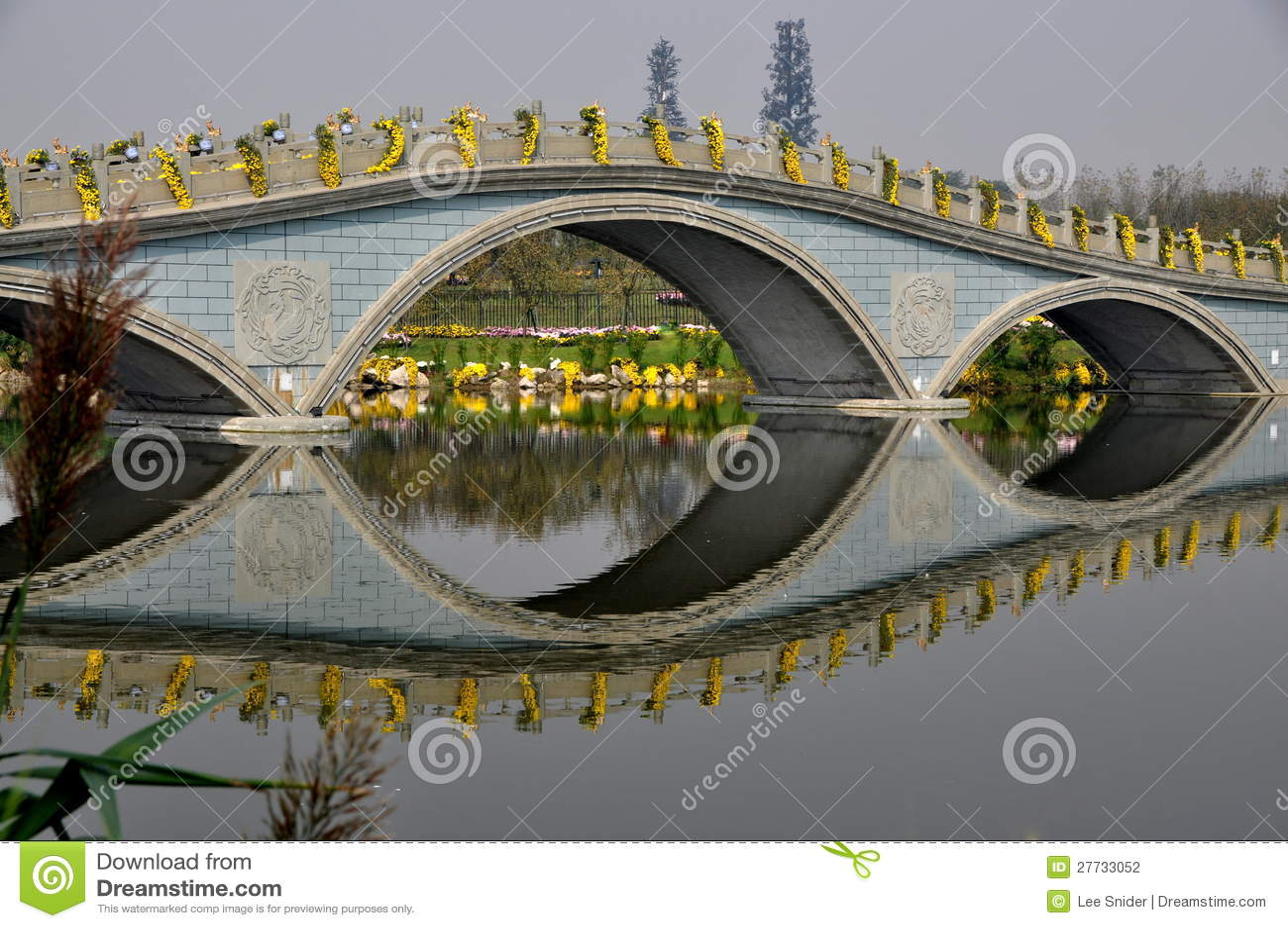 Qingbaijiang, China: Brücke am Phoenix See-Park