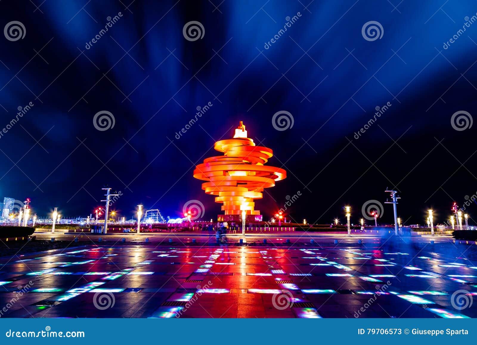 Qingdao, China, 06-08-2016 4 de maio quadrado ( Si Guangchang) de Wu;