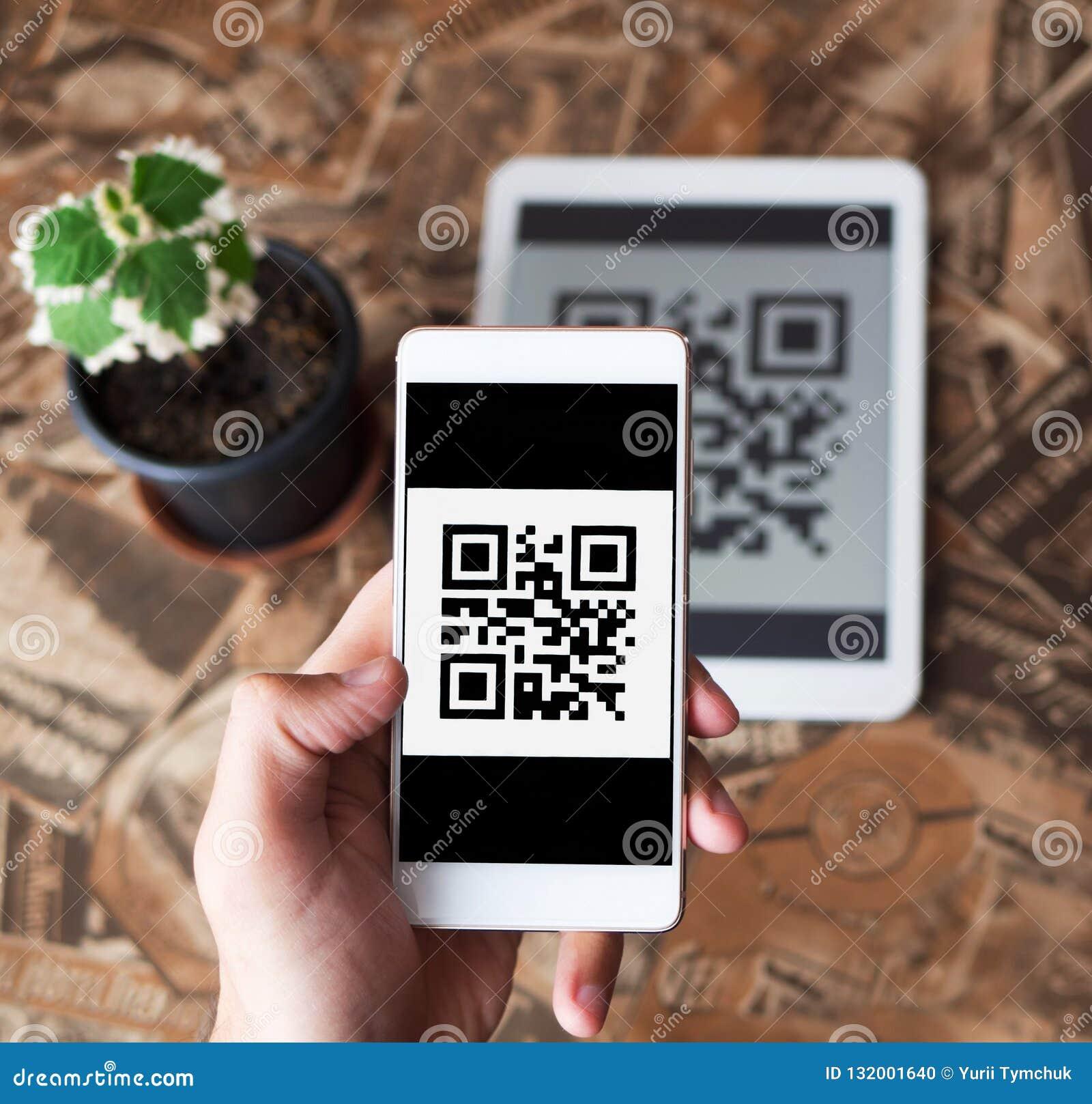 QR kodu płatnicza transakcja używać mobilnych smartphone i pastylki przyrząda