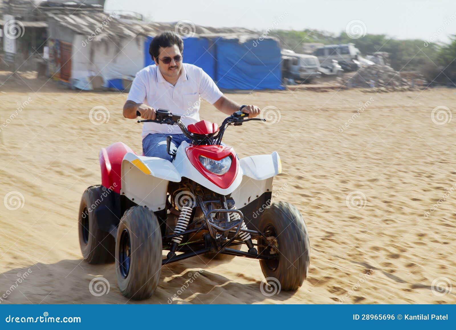 Quading na Goan plaży