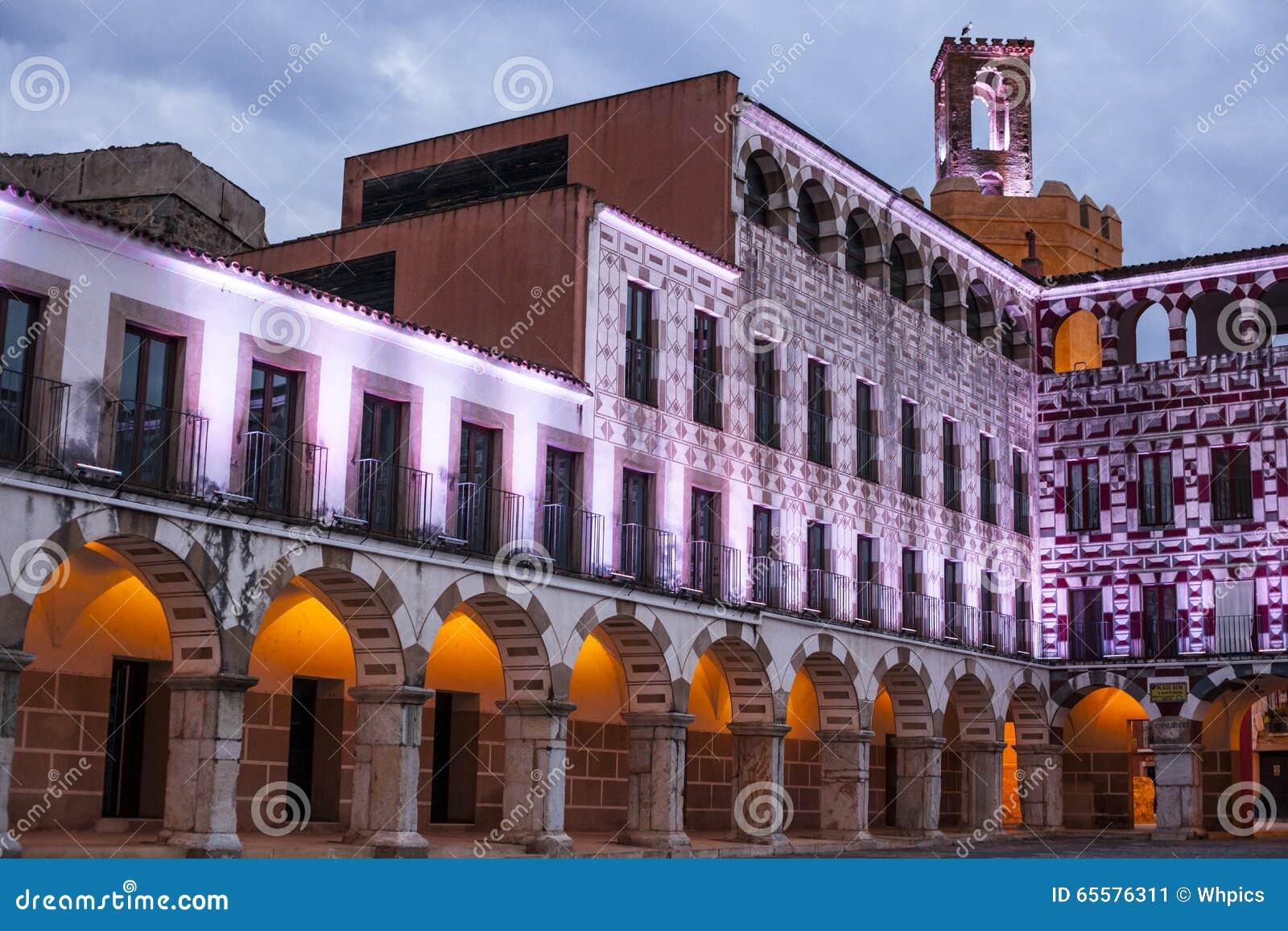 Quadrado alto de Badajoz no crepúsculo, Espanha